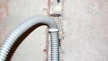 Прокладка кабеля в деревянном доме
