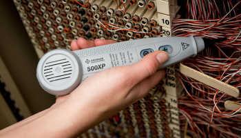 Прибор для определения напряжения в кабеле